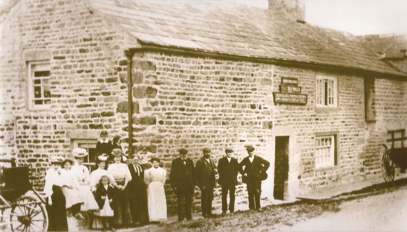 photograph of the Walls family outside The Foresters Arms, circa 1910.
